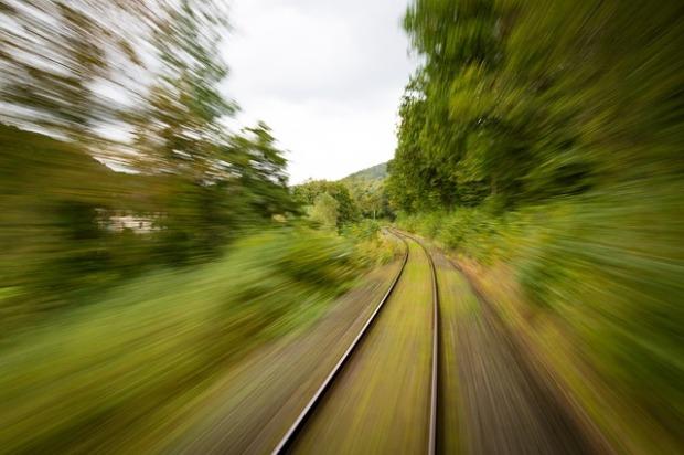 train-1715320_640